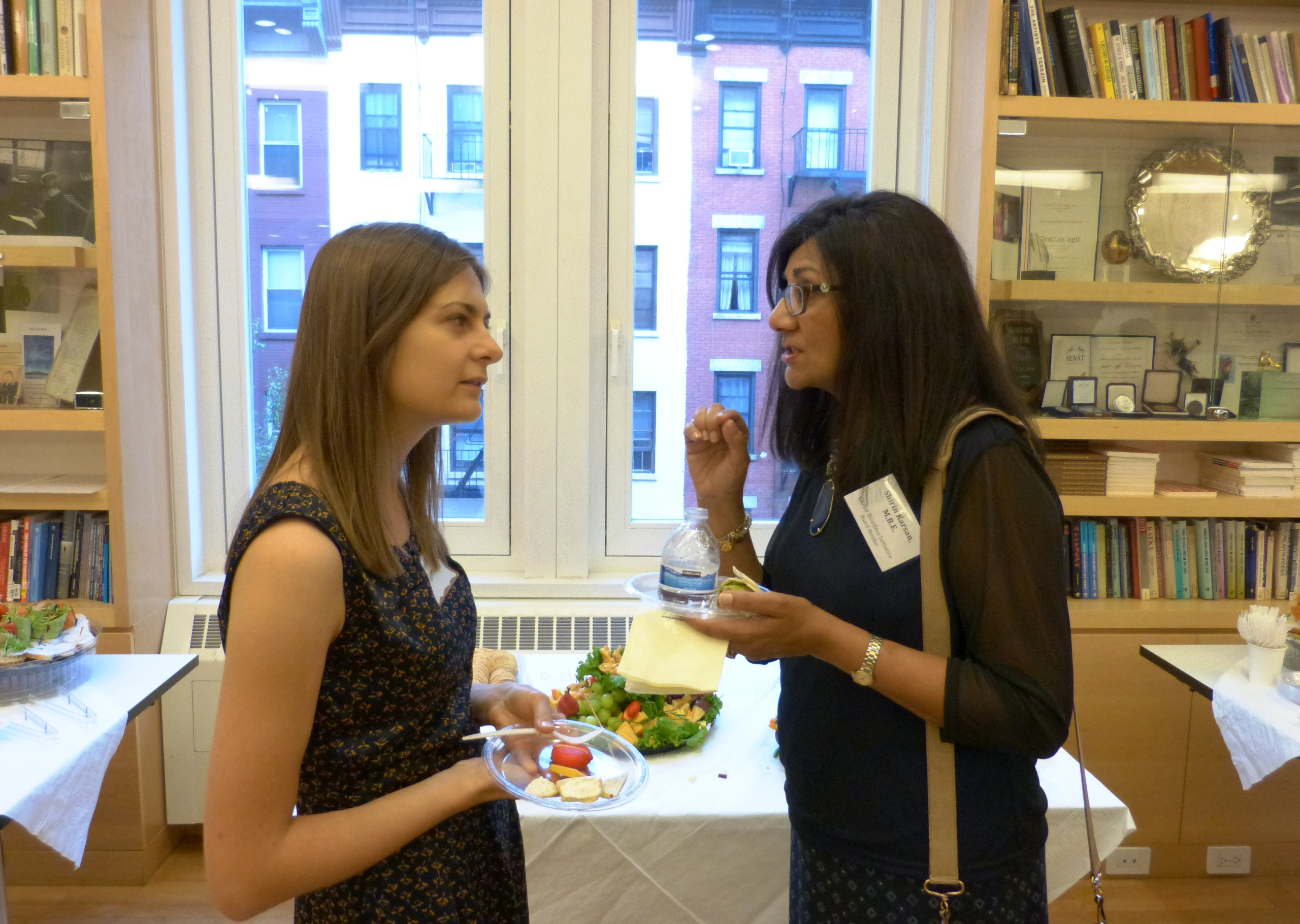 Student Emilia Niemiec chatting with lecturer Shirin Karsan.